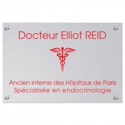 Plaque en plexiglas gris avec texte rouge